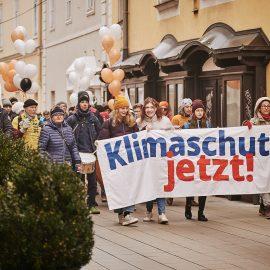 Vote for Future: Klima-Demo und Parteien-Geschenke
