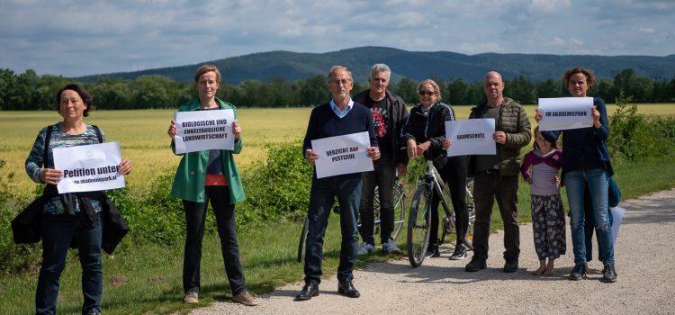 Die IG Akademiepark für Alle startet eine Petition für eine biologische und enkeltaugliche Landwirtschaft und den Baumschutz im Akademiepark